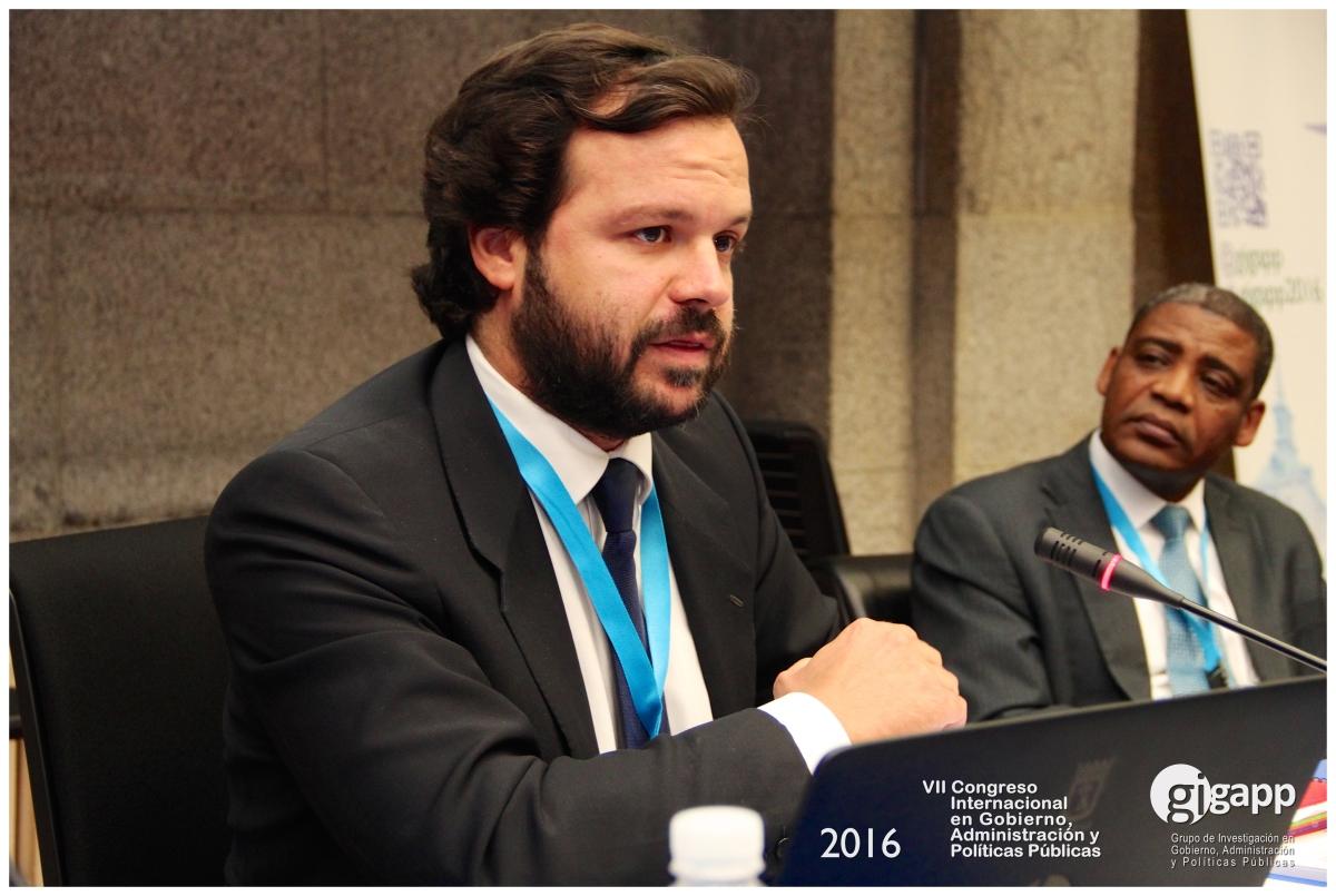 El Director de Planeamiento de la SEGIB, Ignacio Uriarte, junto al Secretario General del CLAD, Gregorio Montero.