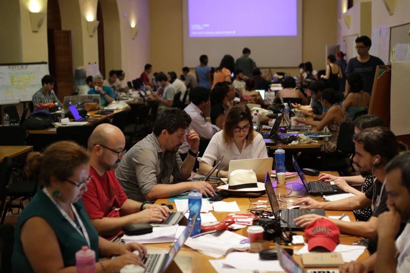 El trabajo en grupo y colaborativo es la metodología principal de los Laboratorios de Innovación Ciudadana.