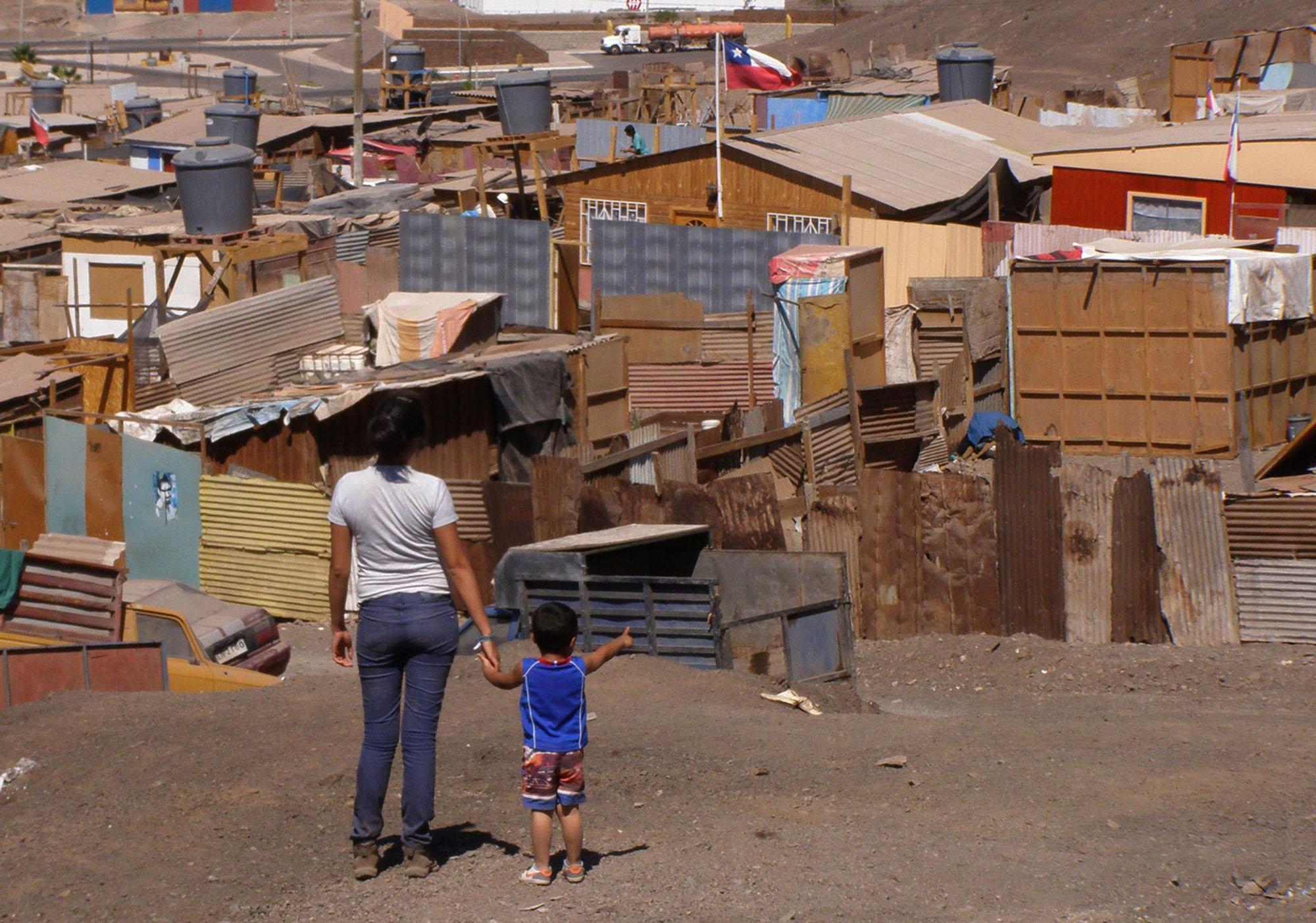 Distintas áreas urbanas en Chile conviven con la realidad de los asentamientos informales. Foto: TECHO.