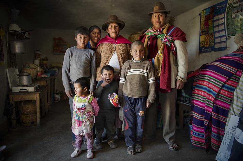 Familia beneficaria de las consultas médicas interculturales. Comunidad de Sica Sica. Reportaje gráfico: Miguel Lizana, AECID.