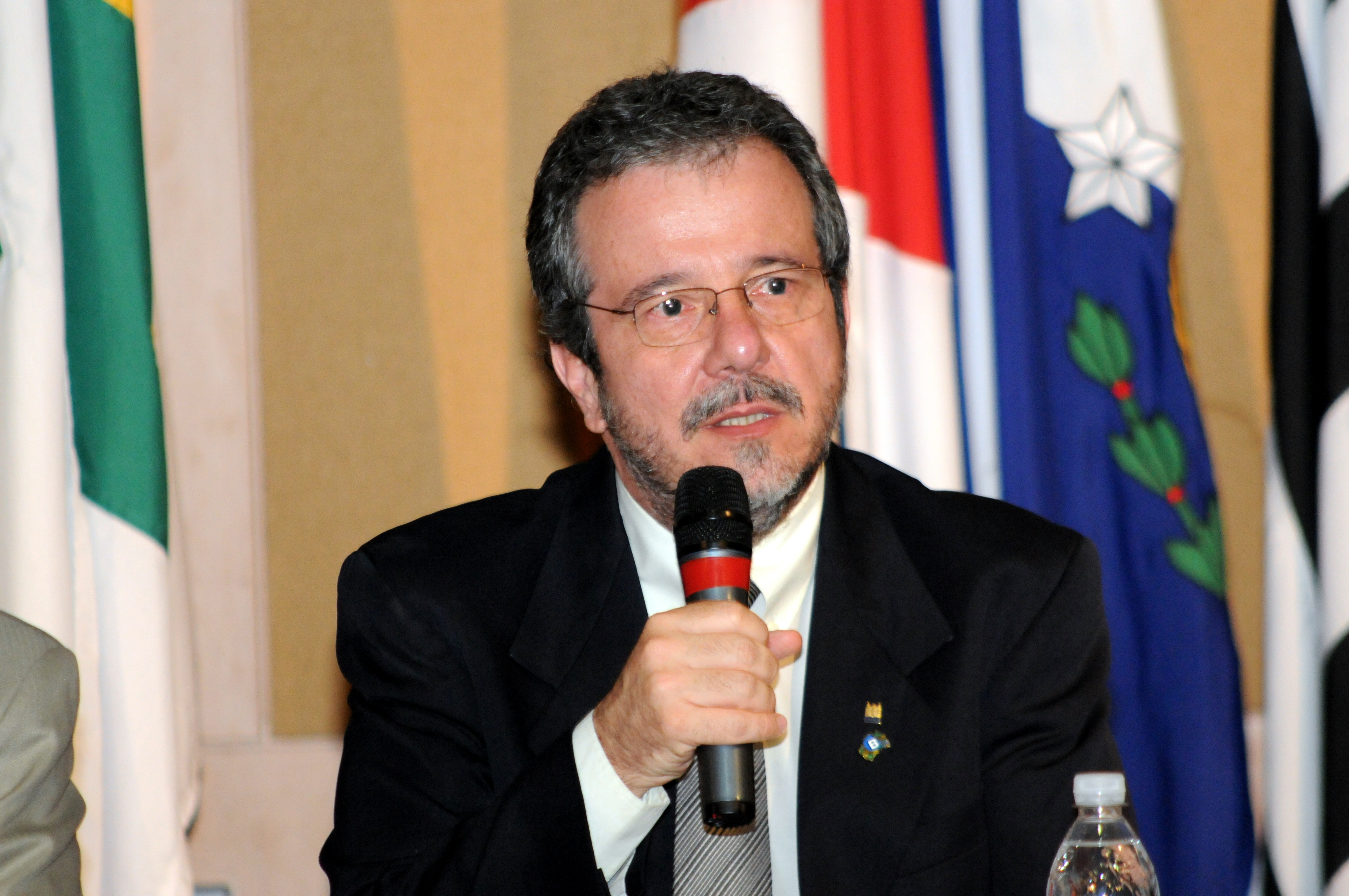 El Dr. João Aprigio Guerra de Almeida es el coordinador del Programa, y responsable de gran parte de su éxito.