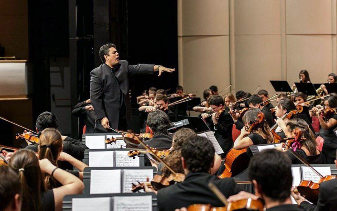 """Ariel Britos, músico uruguaio e diretor do Iberorquestras Juvenis: """"A música é uma grande ferramenta de integração social"""""""